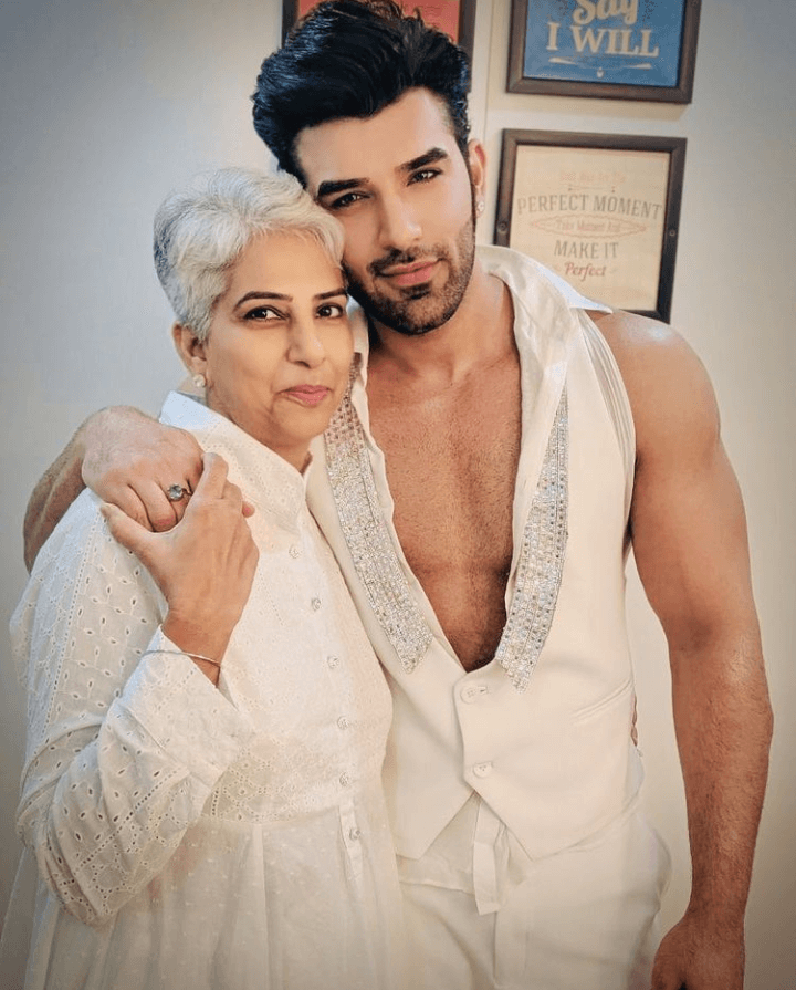 paras chhabra and his mother